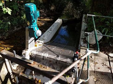 The GoFlo travelling water screen in position