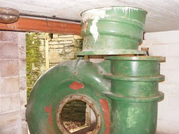Original turbine with connection through the turbine house roof